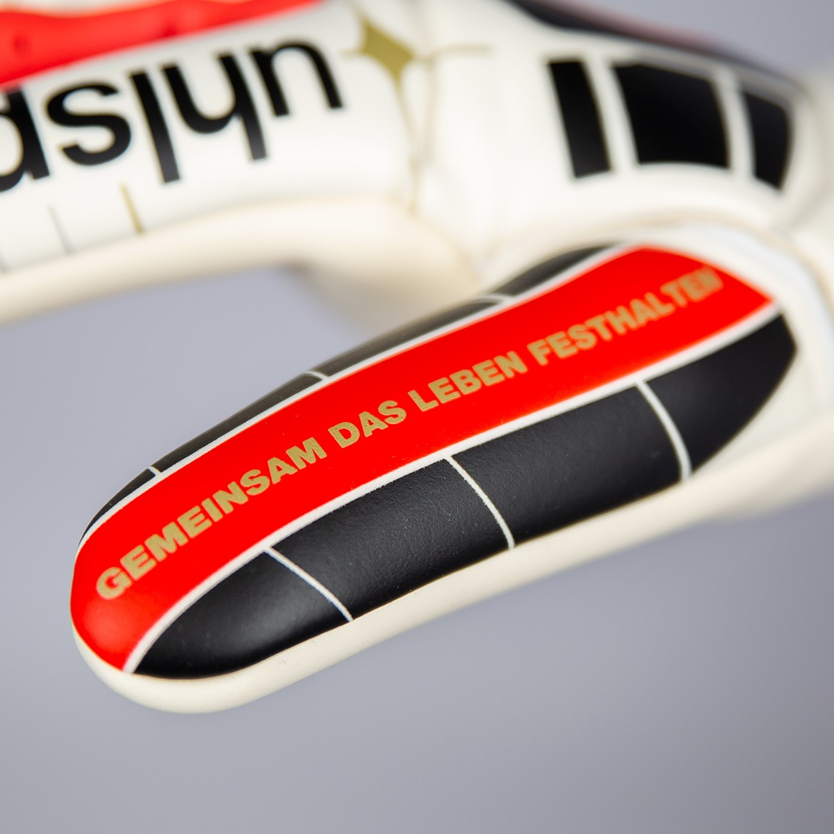 Robert Enke Handschuh Closeup Gemiensam das Leben festhalten
